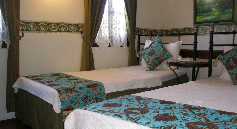 Deja Vu Hotel
