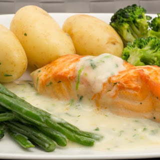 Salmon Bake Recipe with Green Beans and White Sauce Recipe