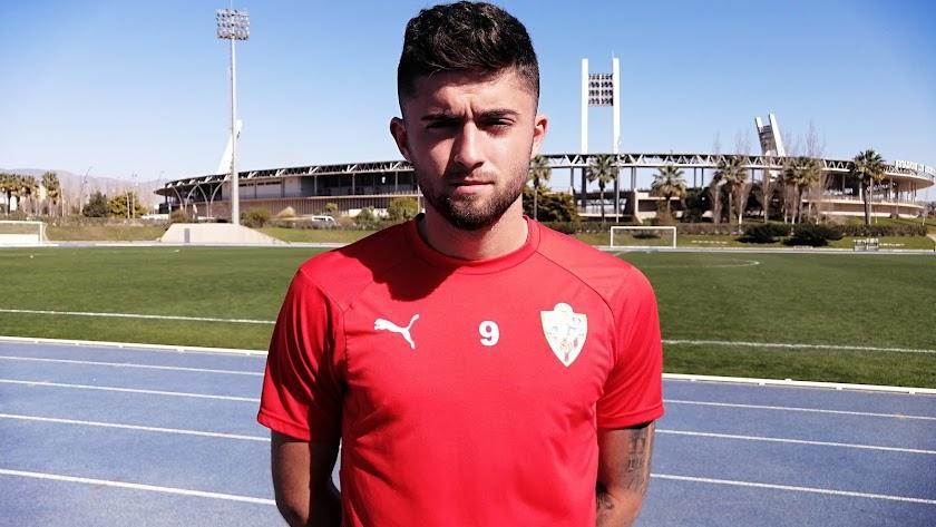 Jordi Escobar con LA VOZ después de debutar en el Almería B.