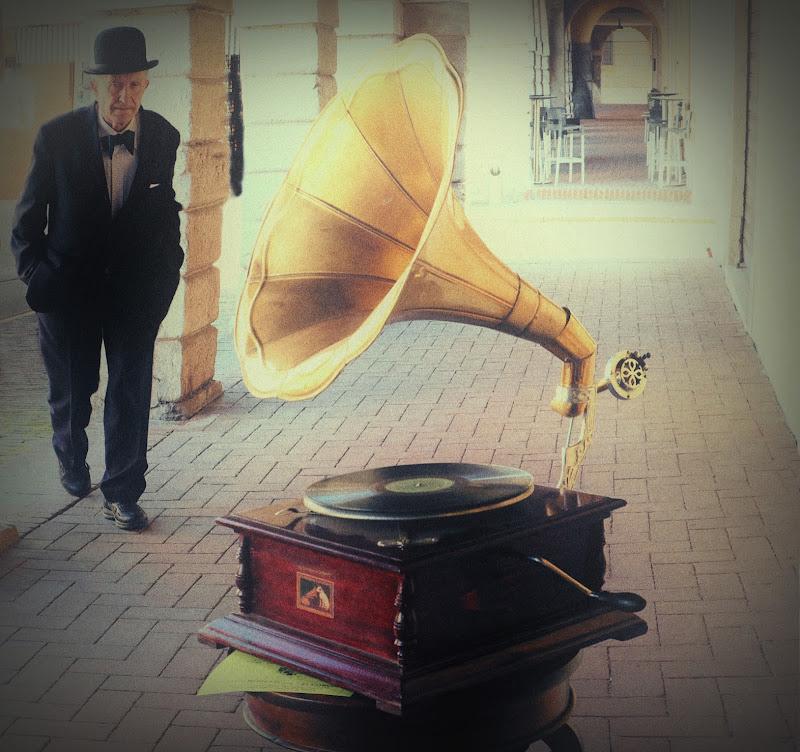 Il Conte Moretti e il suo grammofono di Rossella13