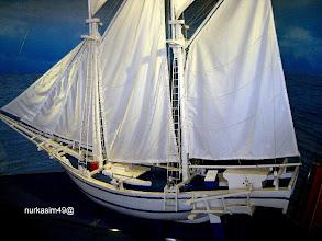 Photo: Perahu layar Pinisi (miniatur). http://nurkasim49.blogspot.com/2011/12/ii.html