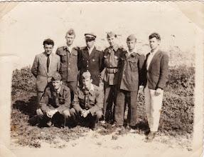 Photo: Guggolnak balról: Fábik László, Ádám István. Állnak balról: Magyarics Vince, ifj. Livinka Štefan, Vida Lajos, Misák Endre, Mészáros Lajos, Bödők Aladár. A kép 1962-ben készült.