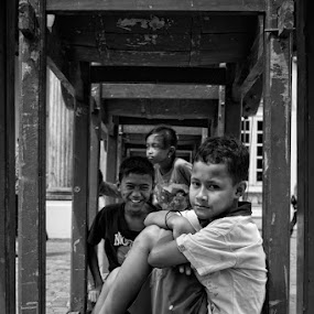 by Ayah Adit Qunyit - City,  Street & Park  Street Scenes ( , black and white, b&w, child, portrait )