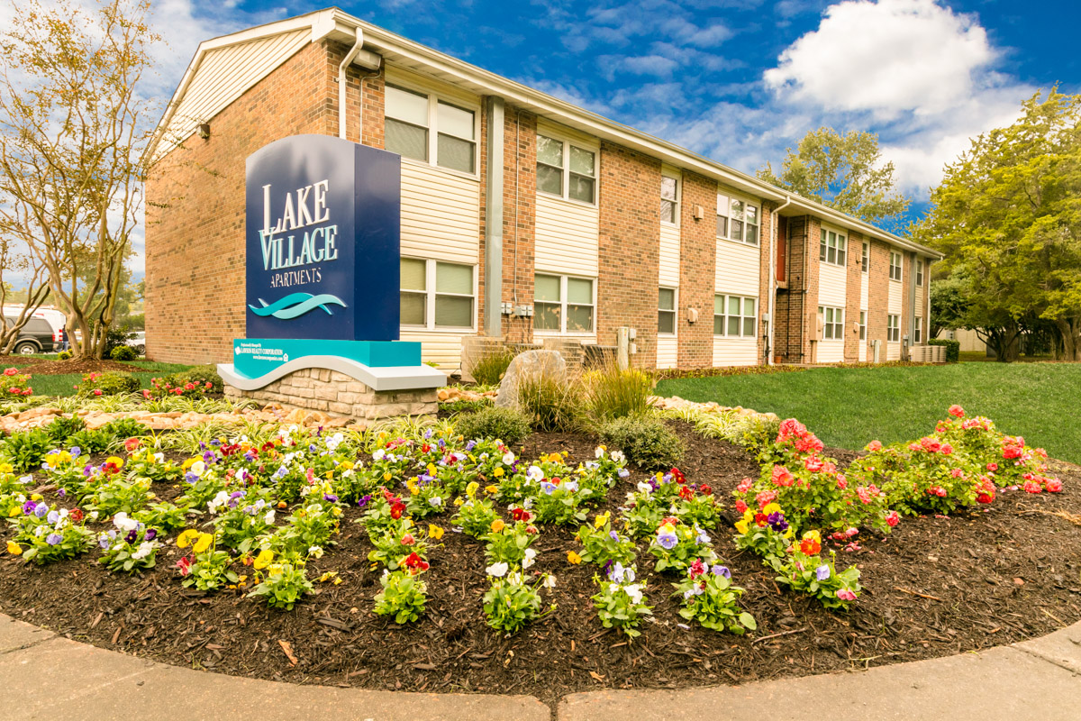 Amenities lake village apartments in chesapeake va for 3 bedroom apartments in chesapeake va