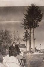 Photo: Rok 1949.Zofia Aksamit n a tle budynku stacji kolejowej w Rogoźniku.  Zdjęcie udostępnione prze P.Ewe Aksamit.