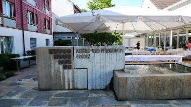 Photo: Brunnen beim Eingang