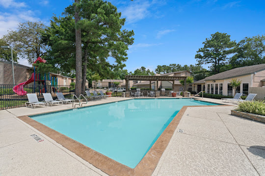 Kendall Manor's swimming pool with lounge chairs