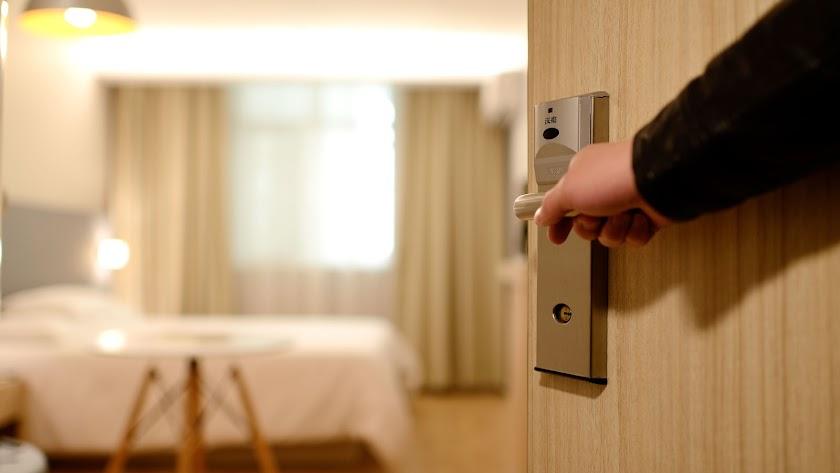 Una encuesta muestra la picaresca española en los hoteles.