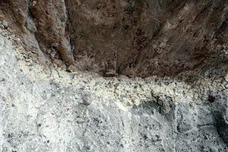 Photo: A Macska lyuk  andezittufa breccsában kitágított ürege. (D-Nyerges-hegy, Szentendre: Asztal-kő)