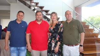 Los hermanos Fermín y Carlos, de Vefruber; con Marta y Juan Enciso Callejón, de Ponex.