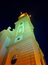 Photo: Der Kirchturm ist schon erleuchtet