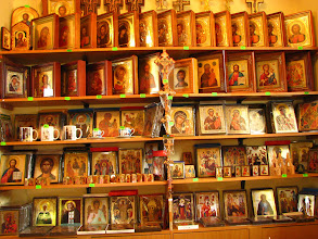 """Photo: Znajduje się tu muzeum ikon. Te """"zbiory"""" wystawione są na sprzedaż."""