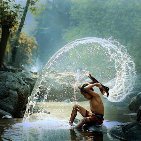 splash by Ramadhan Bagaskara Arya Parmuka - People Family ( roempin koe )