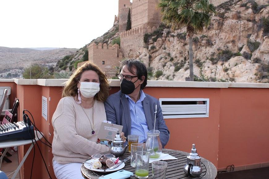 Los periodistas Mª Dolores Garcés y José Manuel Bretones.