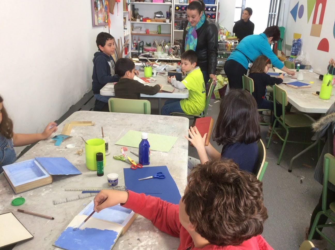 """Los más pequeños aprenden a fabricar cofres en """"Sabadeo de Museo"""""""