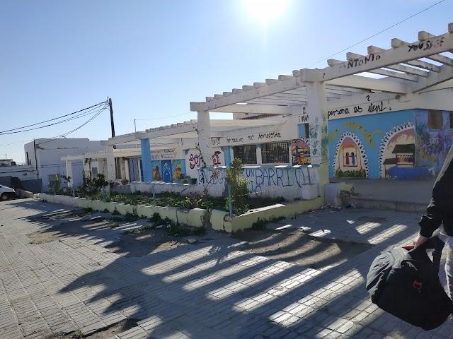 Lateral de los locales comunitarios de El Puche