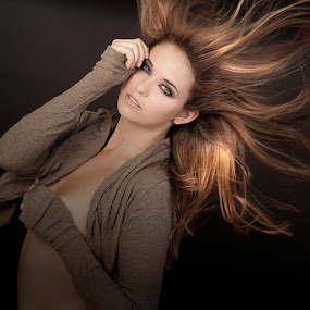 Luissa B by Alistair Cowin - People Fashion ( makeup, cosmetics, beauty, brunette, hair )
