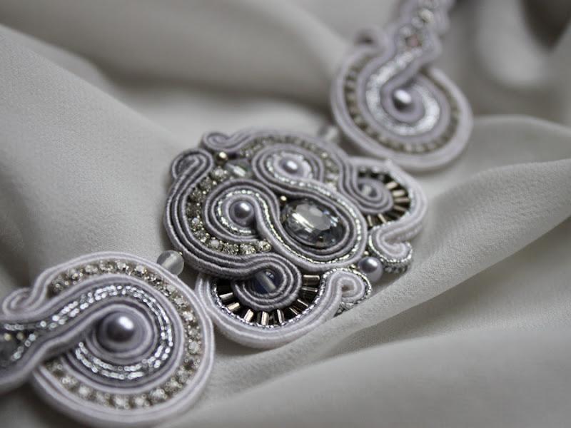Photo: Misterna bransoleta wykonana w technice haftu sutasz. W projekt wkomponowano oryginalne perły i kryształy Swarovskiego, opal, cyrkonie. Dostępna na zamówienie w wybranym kolorze  http://handmade4sale.otwarte24.pl/141,Divine-bracelet