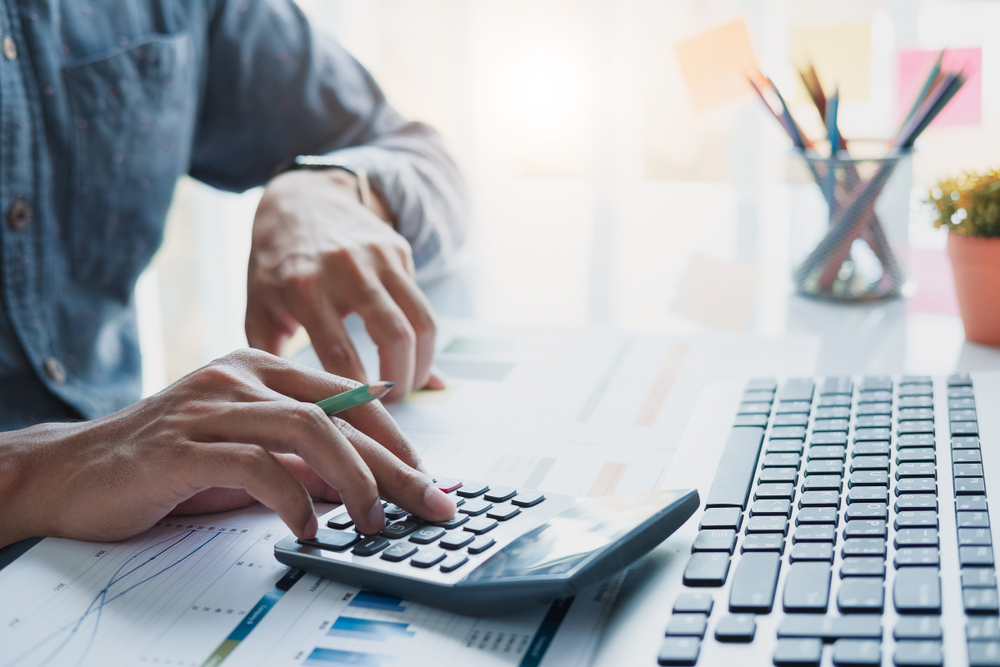 Área tributária é dinâmica e exige formação contínua para atuação responsável e consistente. (Fonte: Shutterstock)
