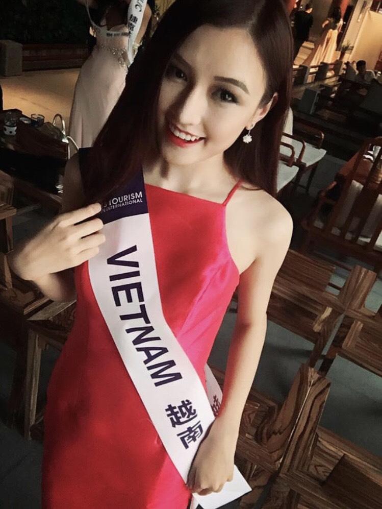 Chi Chi tại cuộc thi Nữ hoàng du lịch quốc tế tổ chức tại Trung Quốc