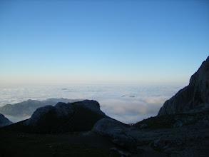 Photo: Anochece en el Urriellu, debajo las nubes que cubren el Cantábrico