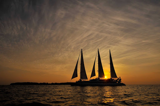 Ponant-maldives6.jpg - The three-masted sailing ship Le Ponant at twilight: cruising as it was meant to be.