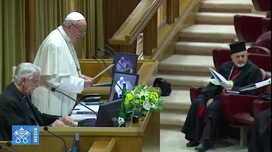 'Chúng ta cần phải thực tế,' Đức Thánh Cha đòi hỏi khi ngài khai mạc Hội nghị Thượng đỉnh về việc Bảo vệ Trẻ vị thành niên
