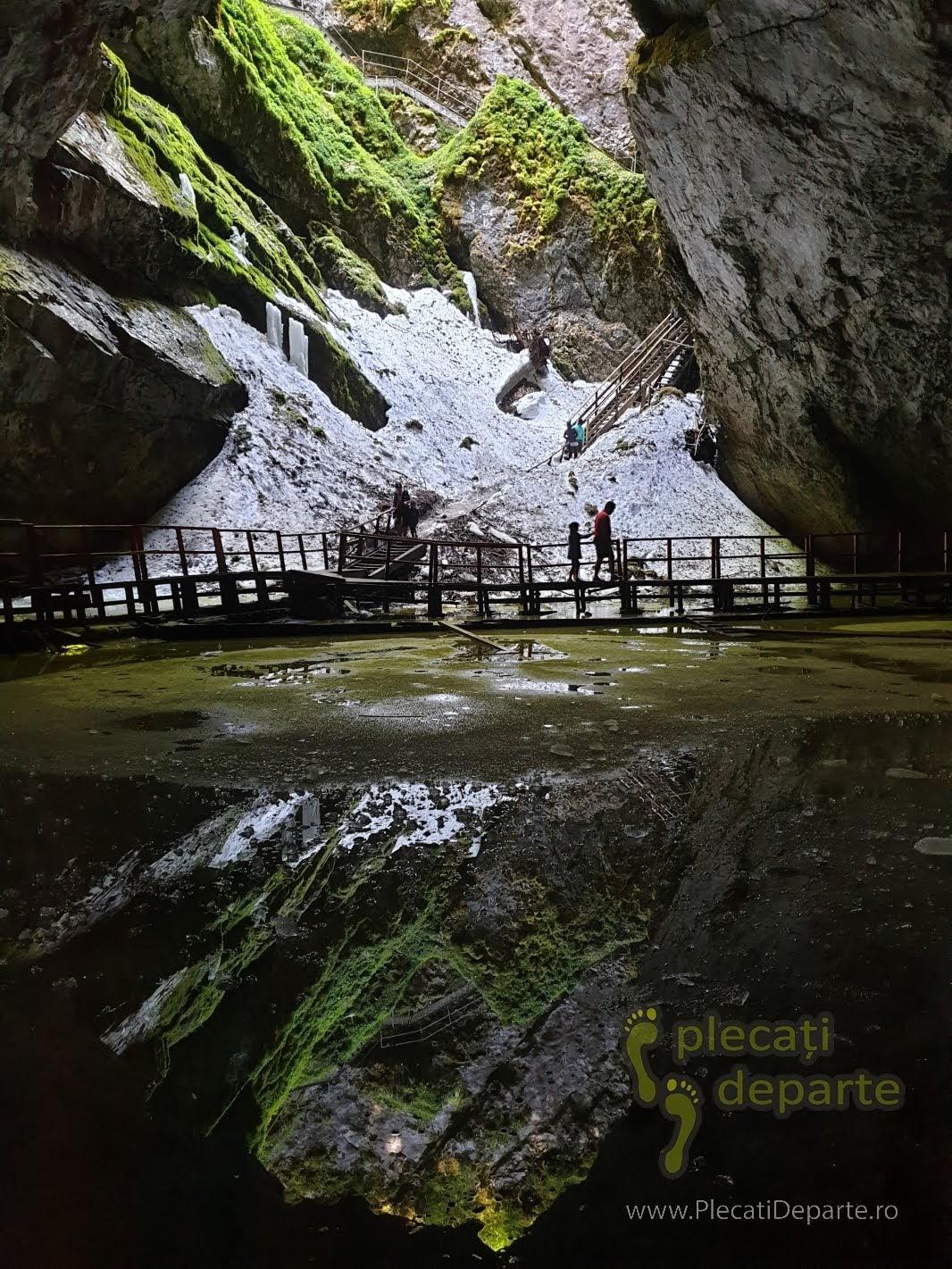 de vizitat muntii apuseni pestera ghetarul scarisoara obiective turistice intrare pestera zapada vara