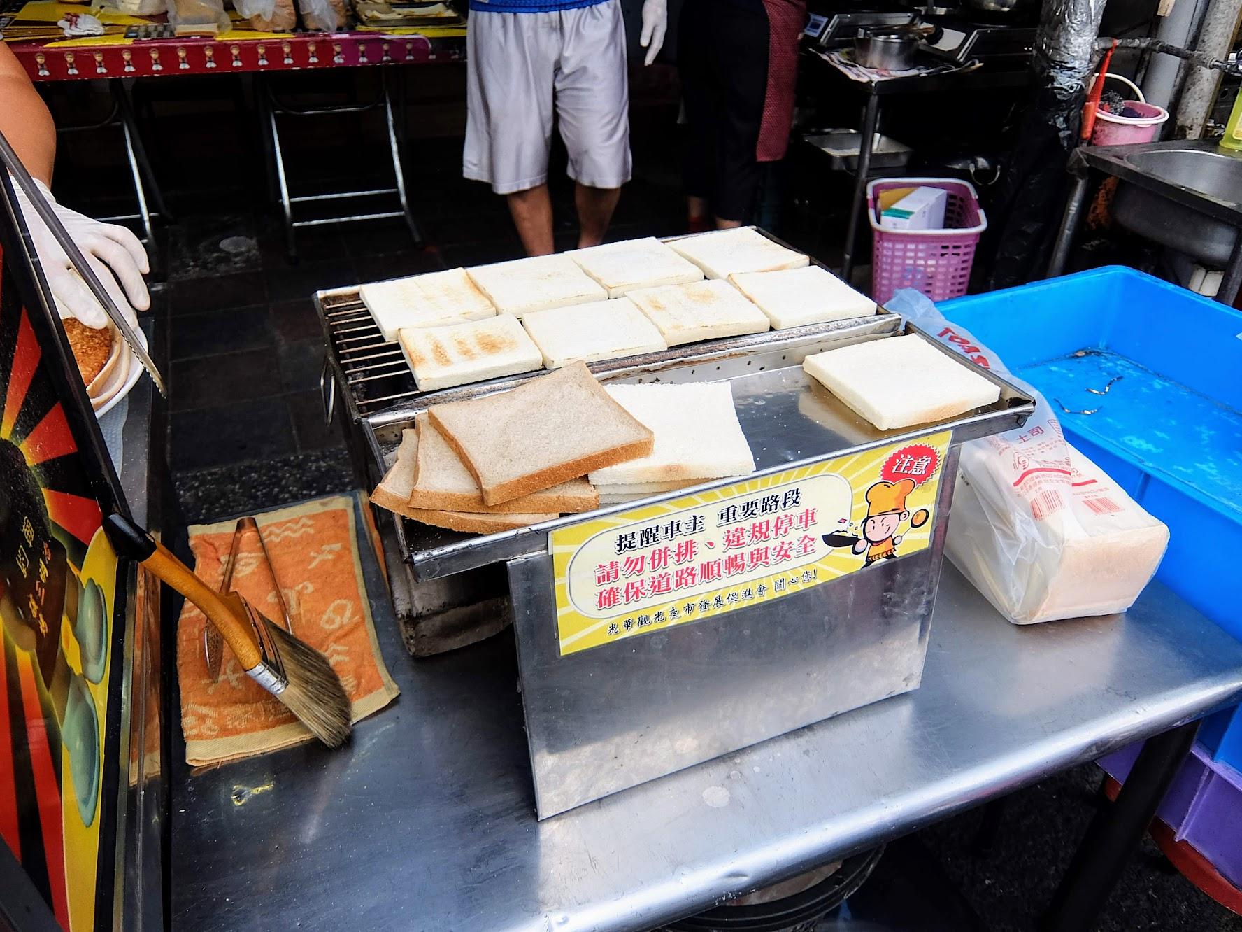 三明治的麵包都是炭火烤的
