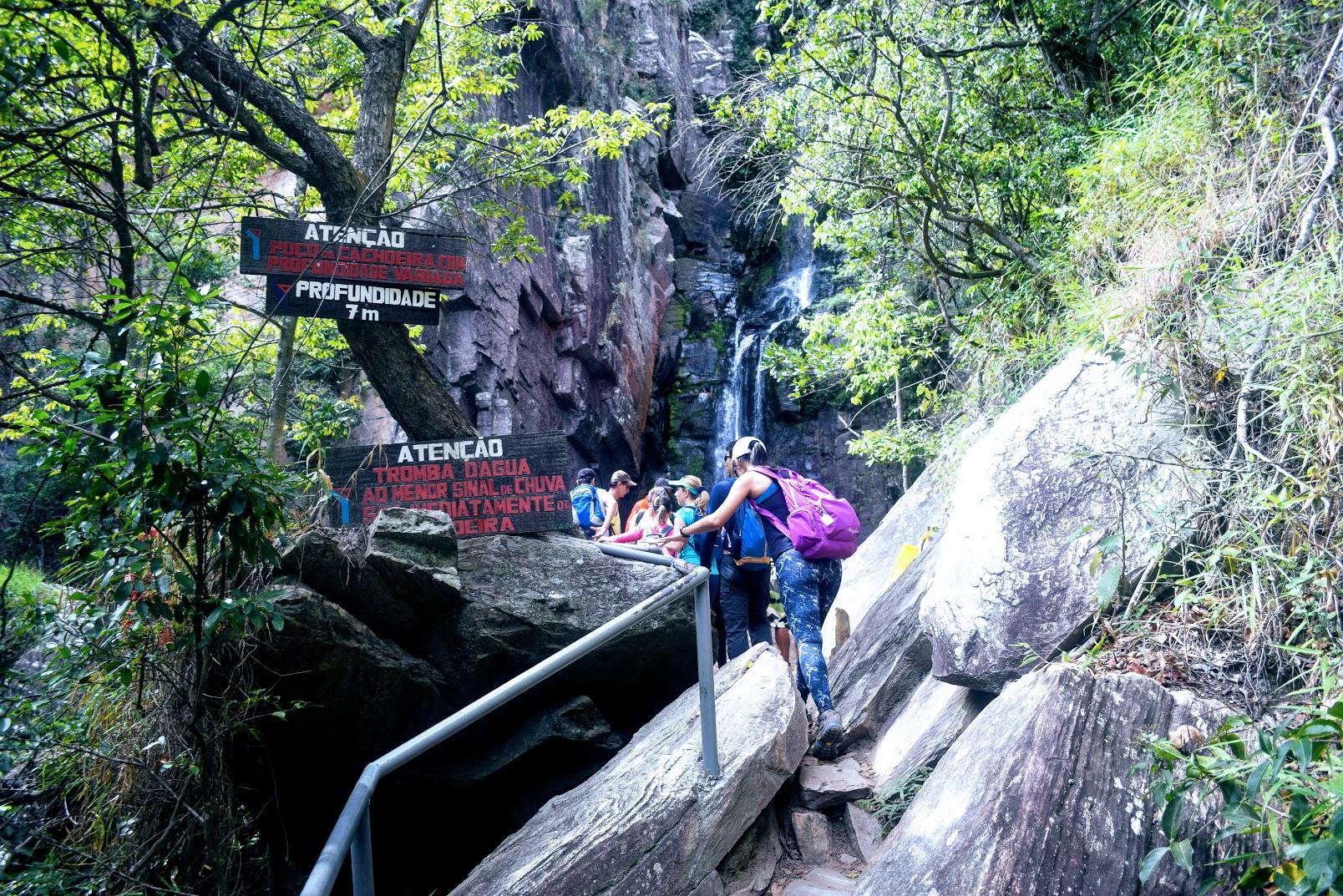 Passagem estruturada para chegar na Cachoeira Véu da Noiva, na Serra do Cipó