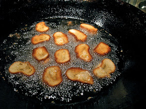 Photo: frying shrimp toast with shrimp side down