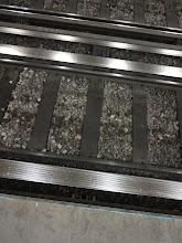 Photo: Na co tu mají tyhle divný koleje? Jo aha, jejich metro vozy maj jak gumový kola, tak ocelový.