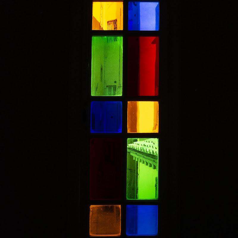 Finestra con vista a colori... di daniela giannangeli