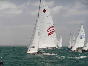 Photo: Just after the start . Brett & Penny Linton have leapt away to a couple of boat lengths over the second row boats.