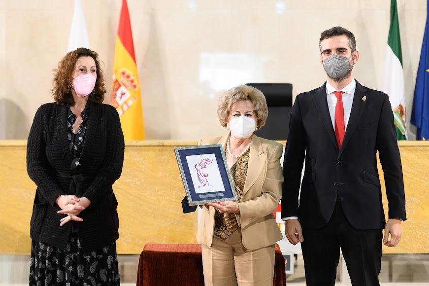 Premio a Mari Luz Segovia (Cultura y Educación).