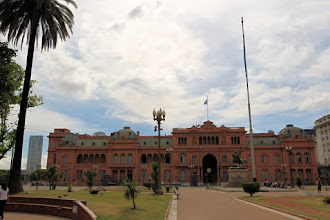 Photo: La casa rosada ( palais présidentiel )