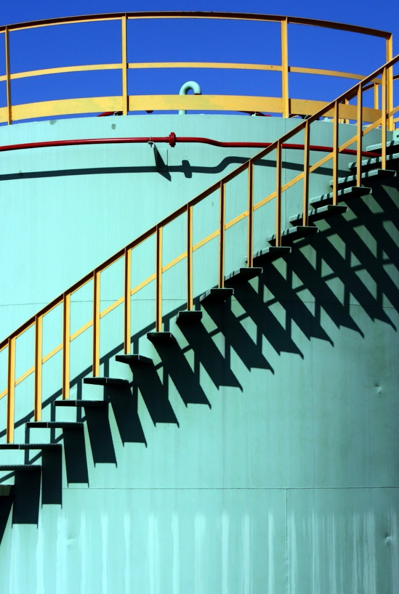 La scaletta e la sua ombra di paolo-spagg