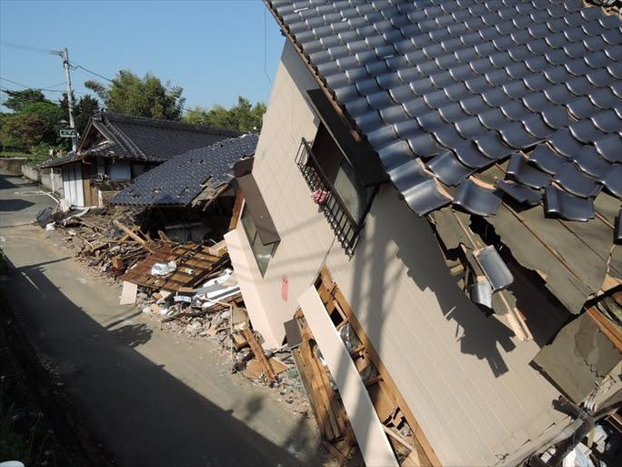 【熊本地震】うねる大地 夢奪う 学生村ぼうぜん