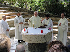Photo: Misa al lado de la Iglesia del Primado