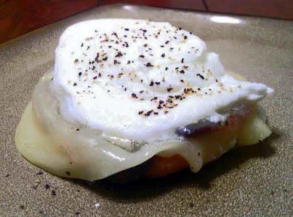Perfectly Poached Egg On English W/provolone Recipe