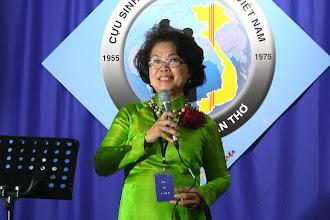 Photo: Lời phát biểu của chị Dương Thị Tiến – SVLK SaiGon 1968-1972