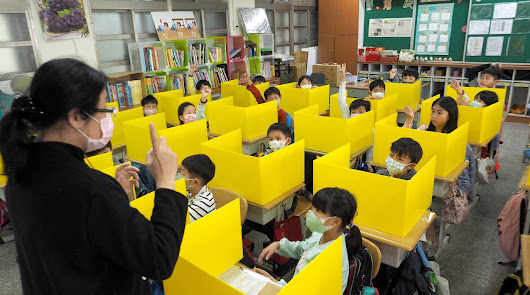 Así vuelven a las aulas los niños en China