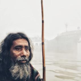 sareeng..... by Ashif Hasan - People Street & Candids ( foggy, old guy, color, ship, people, water, meghna river, old man, white, ashif hasan, men, man, river, bangladesh, washout )