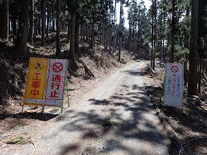 ここまでの林道は通行止め