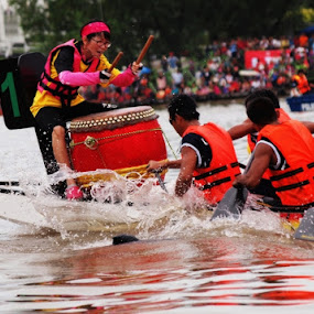 Dragon Boat . by Awang Kassim - Sports & Fitness Watersports ( watersports )