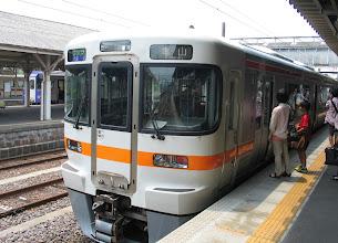 Photo: 亀山駅で紀勢本線から関西本線に。 行き先表示はまだ亀山だけど、快速名古屋行き2306G(1224発)
