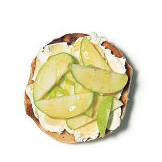 Bagel With Cream Cheese, Apple, and Honey.