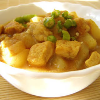 Yellow Cube Pork Curry ( Gang Massaman Mu ).