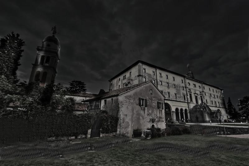 dystopian castle di pierce