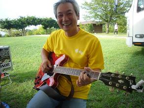 Photo: 正ちゃんバンドのしださん。このバンドのために購入した335。いい音です。good!
